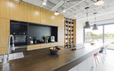 Jak urządzić modną i funkcjonalną kuchnię? – poradnik