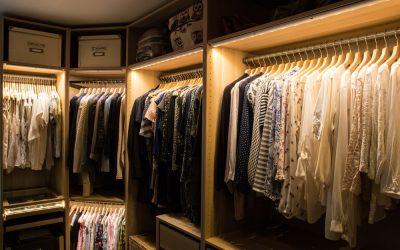 Sposób na funkcjonalne i estetyczne oświetlenie garderoby