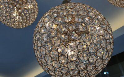 Trendy oświetleniowe na jesień 2020, czyli lampy w kształcie kuli